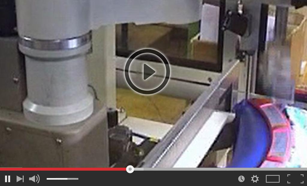 dépose automatique d'étiquettes sur flacon